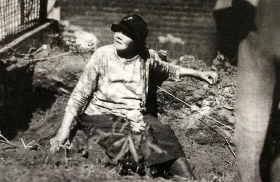 Lyda Conley protecting Huron Cemetery